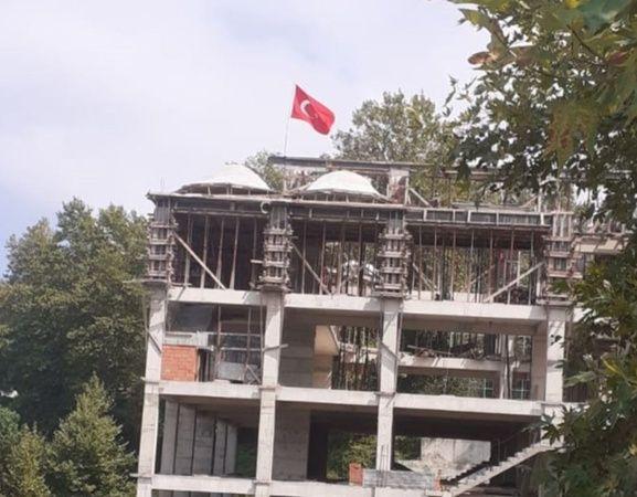 Cami İnşaatı Hilafet Bayrağı